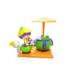 http://www.browneyedrose.com/collections/almond-tea-marza-panda/products/almond-tea-and-marza-panda-having-tea-under-a-parasol-figurine-set