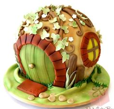 Not a cupcake but soo cute. Hobbit cake!
