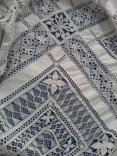 Exquisite hand made drawn thread work white linen and bobbin lace 7 ft square table cloth,bed cover.super condition,spirals,cart wheels etc Tambour Embroidery, Hardanger Embroidery, Drawn Thread, Thread Work, Hand Embroidery Designs, Embroidery Patterns, Weaving Designs, Point Lace, Linens And Lace