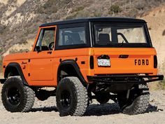 I love the old with the new on this 75 ish Bronco... it may even look good in the traditional aqua blue as well as this burnt orange counterpart