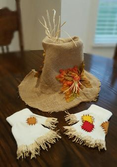 Scarecrow hat and gloves … - Halloween İdeas Scarecrow Halloween Makeup, Halloween Costumes Scarecrow, Scarecrow Hat, Last Minute Halloween Costumes, Halloween Costume Contest, Fall Halloween, Halloween Crafts, Halloween Party, Halloween Decorations