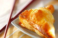 サクッとしたパイ生地からトロ~リと溶けたカマンベールチーズは絶品。ワインにも合うので、おつまみとしてもデザートとしても。カマンベールチーズのパイ[洋菓子/デザート]2014.01.20公開のレシピです。