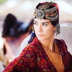 #gökce Turkish Fashion, Turkish Beauty, Fashion Tv, Tribal Fashion, Tribal Wedding, Best Profile Pictures, Turkish Wedding, Beautiful Series, Natural Women