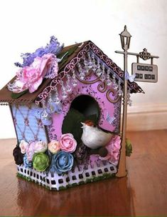 When it comes to birds, avid watchers know that you can never have too many bird houses in your yard. Birds appreciate these items during the nesting and migration seasons, which can just about cover the entire year in some areas. Bird Houses Painted, Decorative Bird Houses, Bird Houses Diy, Fairy Houses, Bird Crafts, Diy And Crafts, Arts And Crafts, Paper Crafts, Homemade Bird Houses
