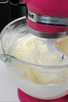 How far in advance can you make frosting? How long does buttercream last? Learn everything you need to know about making frosting ahead of time. American Buttercream Frosting Recipe, Butter Frosting, Cake Icing, Buttercream Cake, Frosting Recipes, Baking Conversion Chart, Canned Frosting, How To Make Frosting, Baking Ingredients