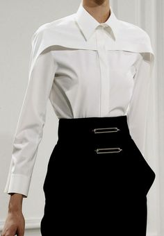 LOVE this blouse! Balenciaga, Fall The absolutely perfect white blouse! Fashion Details, Look Fashion, High Fashion, Womens Fashion, Fashion Design, Dress Fashion, Trendy Fashion, Crazy Fashion, Fall Fashion