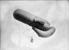 c 1915: German observation balloon in flight.