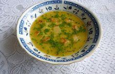 Na másle krátce osmažíme strouhanku. Zalijeme vodou, přidáme vegetu a vaříme 5 minut. Česnek oloupeme, nastrouháme na jemno a v hrnku rozšleháme vejce. Po 5 minutách varu přidáme česnek, vejce, krátce povaříme a odstavíme. Na talířích jednotlivé porce doplníme pažitkou.