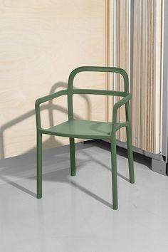Chaise design, IKEA x HAY. Voici l'une des premières pièces de la collaboration IKEA x Hay présentées en exclusivité lors de ce Democratic Design Day : une chaise au design ultra épuré habillée d'un beau vert, qui évoque autant la nature que les teintes favorites de la maison danoise Hay.