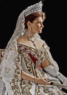 HIM Tsaritsa Alexandra Feodorovna of Russia née Her Grand Ducal Highness Princess Alix of Hesse and by Rhine ---beautiful color edit of this old photo. It really shows off her gown and the massive Romanov Pearl Drop Tiara Alexandra Feodorovna, Royal Crowns, Royal Tiaras, Princesa Alexandra, Tsar Nicolas, Anastasia Romanov, Estilo Real, Court Dresses, Imperial Russia