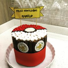 Torta de cuchufli pokebola Poketorta Cupcakes, Cupcake Cakes, Birthday Cake, Desserts, Ideas, Food, Sweets, Funny Food, Awesome