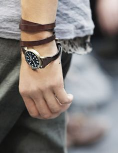 leather strap watch by Burberry.don't wear watches, but I like this one. Fashion Moda, Look Fashion, Girl Fashion, Burberry Watch, Mein Style, Mannequins, Ideias Fashion, Fashion Accessories, Watch Accessories