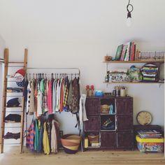 JUNKandRETROさんの、子供部屋,平屋,部屋全体,のお部屋写真 Wardrobe Rack, Entryway, Interior, House, Furniture, Home Decor, Storage, Bedroom, Entrance
