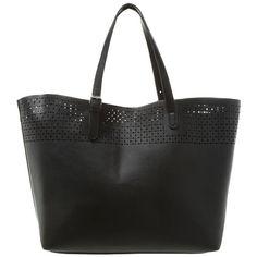 Die Tasche mit Lochmuster ist schlicht aber zugleich modisch und somit perfekt für einen unkomplizierten Look ♥ ab 34,95€