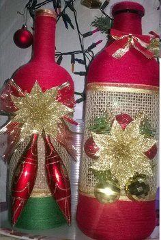 Centros de Mesa Navideños con Botellas Glass Bottle Crafts, Wine Bottle Art, Painted Wine Bottles, Diy Bottle, Christmas Centerpieces, Christmas Decorations, Christmas Wine Bottles, Bottle Painting, Holiday Crafts