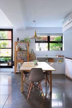 Danielle's Modern Vintage Industrial Home  Fenêtres noires cuisine