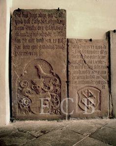 Náhrobky: renesanční náhrobek Kašpara Robmhápa ze Suché v ambitu dominikánského konventu; foto O. Sepp 1998.