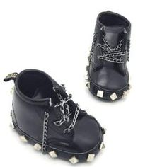 Teach your toddler to walk and kick butt at the same time! These faux leather baby booties have chains, studs and a wee skull on the back. What more could a punk rocker in training need on their feet? Punk Rock Baby, Punk Baby Girl, Kid Rock, Baby Girls, Goth Baby Clothes, Punk Outfits, Tomboy Outfits, Dance Outfits, School Outfits