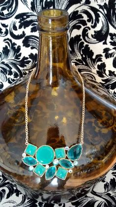 Jade-tone necklace with matching earring