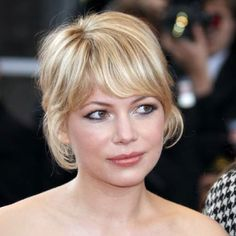 I love those bangs on Michelle Williams- slims and adds angles to her round face.