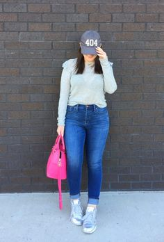 MAXIMIZE YOUR WARDROBE: 14 WAYS TO WEAR HIGH WAIST SKINNY JEANS Casual Plus Size Outfits, Chic Outfits, Fashion Outfits, Womens Fashion, Cheap Boutique Clothing, Hourglass Fashion, College Fashion, Distressed Denim, Casual Chic