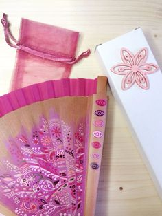 Abanico pintado a mano 'Rosa'. Hand painted spanish Pink fan por AbanicosdeMarina