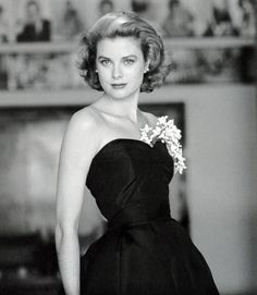 30 Old Hollywood Stars Looking Impossibly Glamorous Grace Kelly already looks regal in a couple of years before she officially became a princess, and the year her Oscar-winning performance in The Country Girl was released Old Hollywood Stars, Hollywood Icons, Old Hollywood Glamour, Hollywood Fashion, Classic Hollywood, Hollywood Actresses, Moda Grace Kelly, Grace Kelly Style, Divas