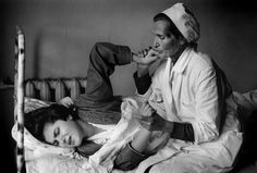 Cristina Garcia Rodero. GEORGIA. First childbirth. 1995. Madrid, Photographer Portfolio, Midwifery, Contemporary Photography, Magnum Photos, Street Photography, Documentaries, Che Guevara, Georgia