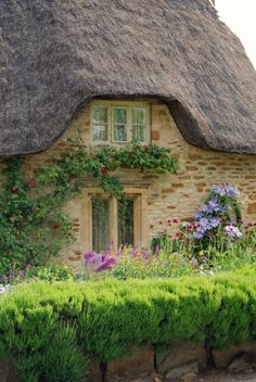 I love these antique thatched-roof homes...(this one is in Grasmere, England, UK).