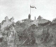Polish soldiers of 2nd Polish Corp, raise Polish Flag atop Monte Cassino
