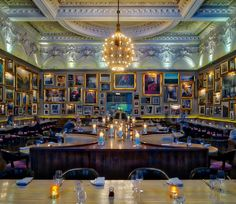 Here's the amazing Berners Tavern here inside The @EditionHotels London where we are staying while here. Every wall is covered in amazing paintings... a dizzying sight for the eyes. It's one of my favorite restaurants here and looking forward to dinner!