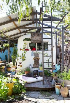 cool Caravan and Exterior  #Caravan #House #Outdoor #Reused #Travel     The eclectic home of Trish Bygott, Nathan Crotty and their family in Fremantle, WA, which incorporate a 1950′s bus and a 1970′s caravan wh...