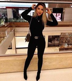 increíbles usando un cinturón ¡Todas te van a querer copiar! Outfits increíbles usando un cinturón ¡Todas te van a querer copiar!Outfits increíbles usando un cinturón ¡Todas te van a querer copiar! Cute Casual Outfits, Chic Outfits, Cute All Black Outfits, Outfits With Boots, All Black Outfit For Work, Woman Outfits, Party Outfits, Black Jeans Outfit Night, Sock Boots Outfit