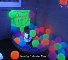 Glow in the dark balloon ball pit! Will do this for my kids one day. How fun does this look? (just a picture, I'm sure they use glow sticks)