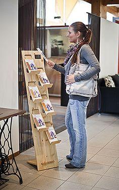 Prospektständer 6-fach LangDIN hoch aus Holz Plywood Furniture, Bed Furniture, Furniture Design, Counter Display, Display Shelves, Display Design, Store Design, Book Display Stand, I Am Store