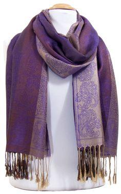 Foulard rose fines paillettes. Découvrez sur mesecharpes.com + de 150  foulards chic pour femmes. Port gratuit et paquet cadeau offert    mesecharpes.com ... 5dab3c3c6a2
