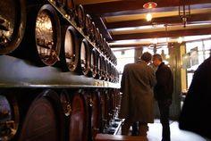 De Drie Fleschjes Proeflokaal - Amsterdam, Noord-Holland, Nederland. Barrels of Fun. Fun=Liquor.