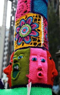one of my favourite yarnbombs ever.by the Glad Rappers in Melbourne Knit Art, Crochet Art, Yarn Bombing, Textiles, Urbane Kunst, Freeform Crochet, Yarn Crafts, Knitting Yarn, Fiber Art