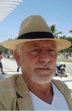 """José Infante Martos (Málaga, 21 de julio de 1946) Escritor, periodista, poeta. Académico de Número de la Real Academia de Bellas Artes de San Telmo de Málaga. Posee una larga producción periodística pero destaca, sobre todo por su poesía. Fotografía tomada de www.aforolibre.es """"Hablamos con José Infante"""""""