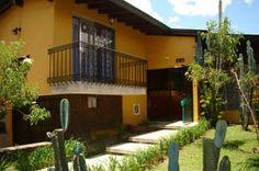 Yellow House. Hostal en Medellin. Colombia.