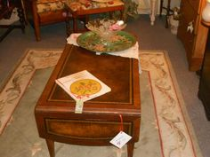 pic.twitter.com/1p4qKw7A This table is a great deal!Leather top, antique!