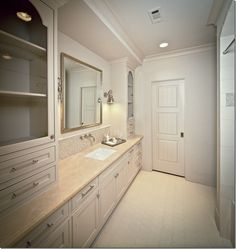 White marble ... oh, I so want all my counter tops to be white marble!!!