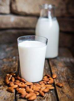 Is Almond Milk Paleo & How to make it at home - this almond milk recipe shows you how easy it is to make your own healthy non-dairy milk at home Chicken Breast Recipes Healthy, Healthy Eating Recipes, Healthy Foods To Eat, Healthy Smoothies, Raw Food Recipes, Food Tips, Make Almond Milk, Almond Milk Recipes, Homemade Almond Milk