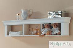 Este item tem duas formas de utilização: se usada como prateleira é uma bonita peça decorativa e funcional e se acoplada na cômoda Louis Philippe, você obtém mais espaço e comodidade para trocar seu bebê. #PrateleiraeExtensor #MadeiraMaciça #MoveldeBebe