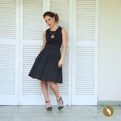 AndeanHands diseñó una falda con pliegues y bolsillos en gabardina que otorga peso y solidez falda, marcando la cintura y potenciando la coquetería de quien la usa.