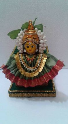 Varalakshmi Vratham 2019 honours the most popular Goddess Maha Lakshmi. Varalakshmi Puja or homam on this day means abundant wealth is sure to come your way. Diwali Decorations At Home, Festival Decorations, Flower Decorations, Ceremony Decorations, Ganesh Chaturthi Decoration, Thali Decoration Ideas, Decor Ideas, Housewarming Decorations, Ganapati Decoration