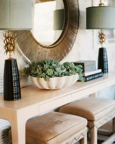 Love this vignette by Hillary Thomas. Perfect for an entry hall (… or any place really).