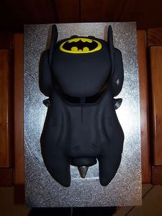 Batmobile Cake... WOW I have to do this!