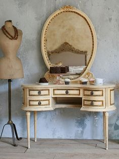 Vintage French Style Cream & Gold Gilt Vanity