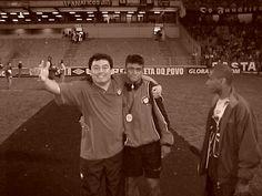 Atlético-PR  campeão na ARENA. No campo comemorei o título com Adriano Gabiru, que além de fazer parte da história do Furacão, entrou para história do futebol mundial ao marcar o gol do título pelo Inter.
